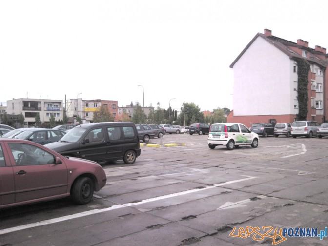 Parking płatny i pustawy...  Foto: