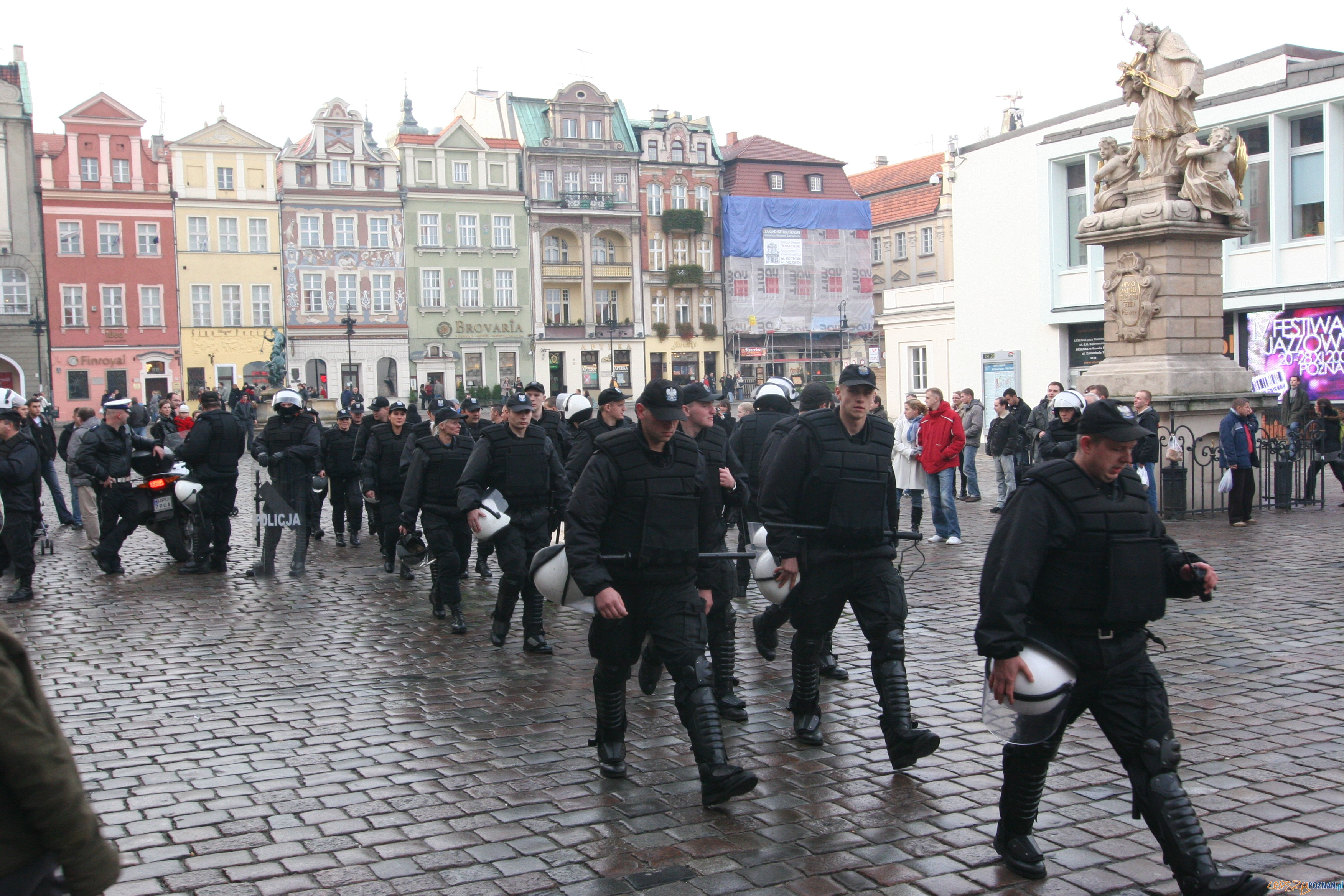 Policja na Starym Rynku  Foto: lepszyPOZNAN.pl / Paweł Rychter