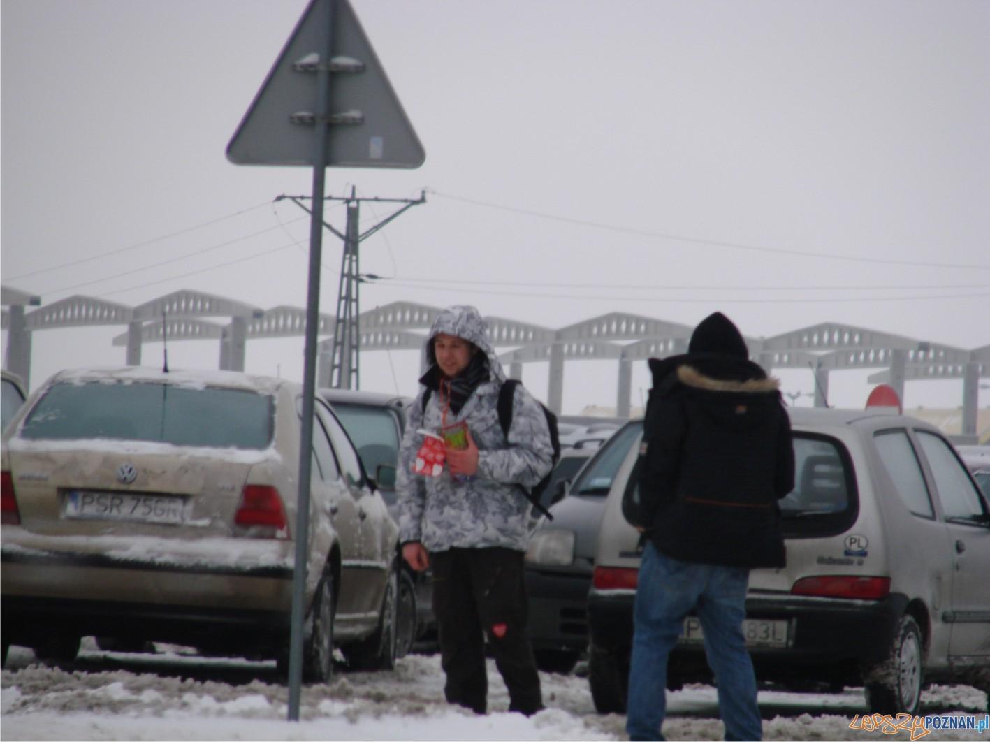 na Franowie nieprzyjemnie wiało - ale puszki się zapełniały :)  Foto: