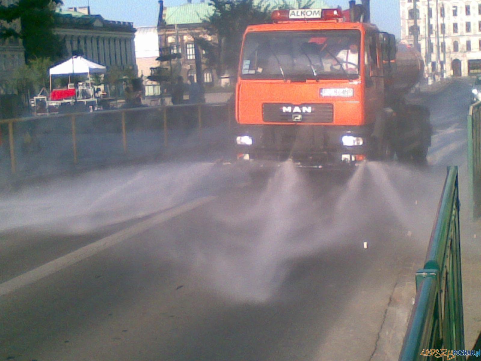 polewaczka w centrum Poznania  Foto: lepszyPOZNAN