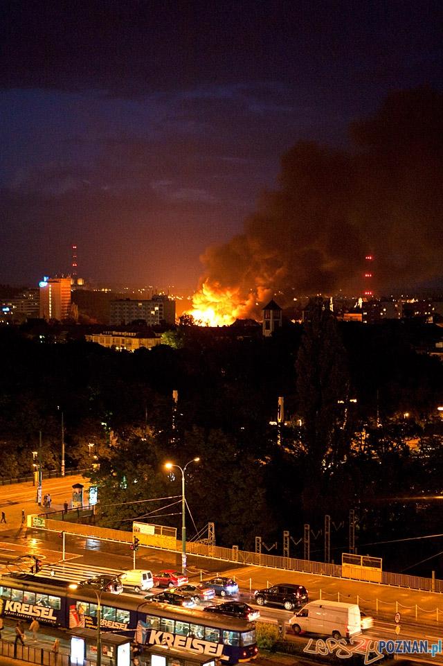Pożar w centrum Poznania - widziany z budynku Globisu  Foto: Jarek Wojciechowski