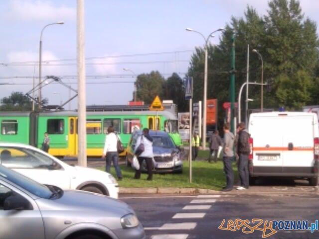 wypadek na Rondzie Rataje  Foto: Patryk