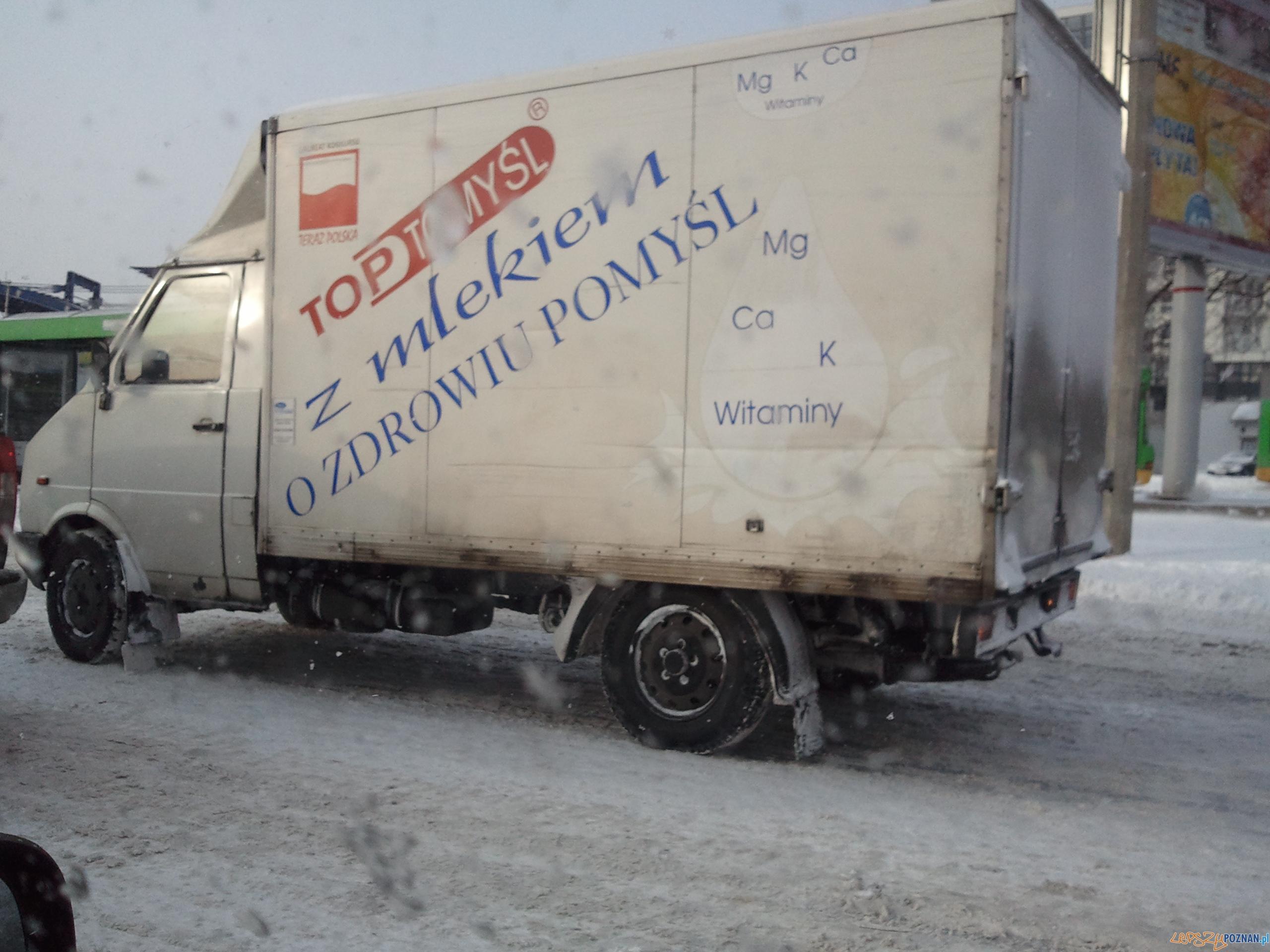 Ten samochód odmówił współpracy i blokował około 10:00 jeden z pasów ul Jana Pawła II  Foto: przemo