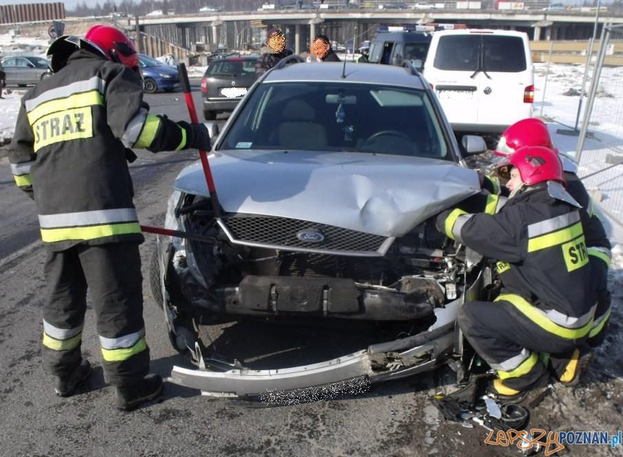 Wypadek na Światopełka  Foto: KM PSP w Poznaniu