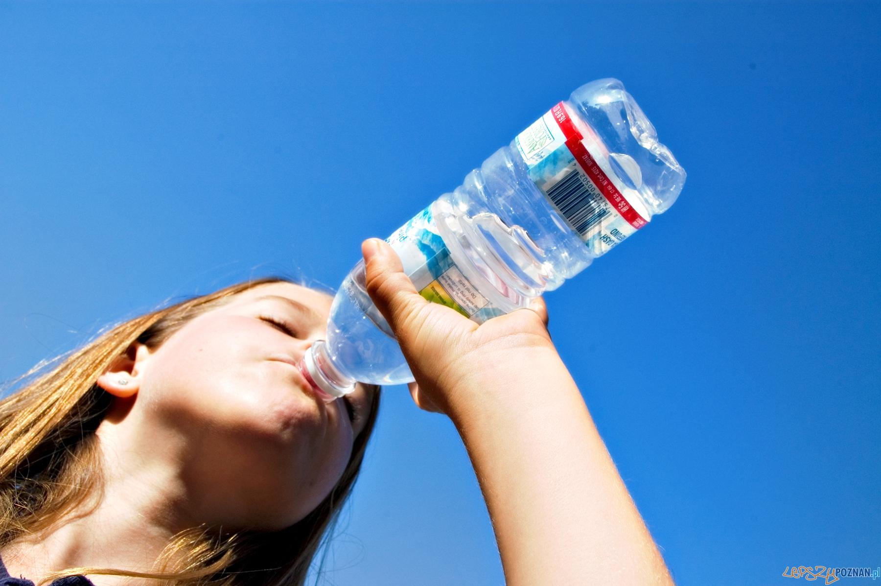butelka z wodą  Foto: sxc