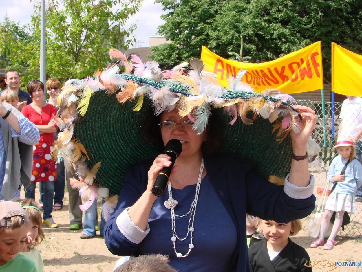 Żegnająca się z przedszkolakami Pani Dyrektor  Foto: lepszyPOZNAN.pl / ag