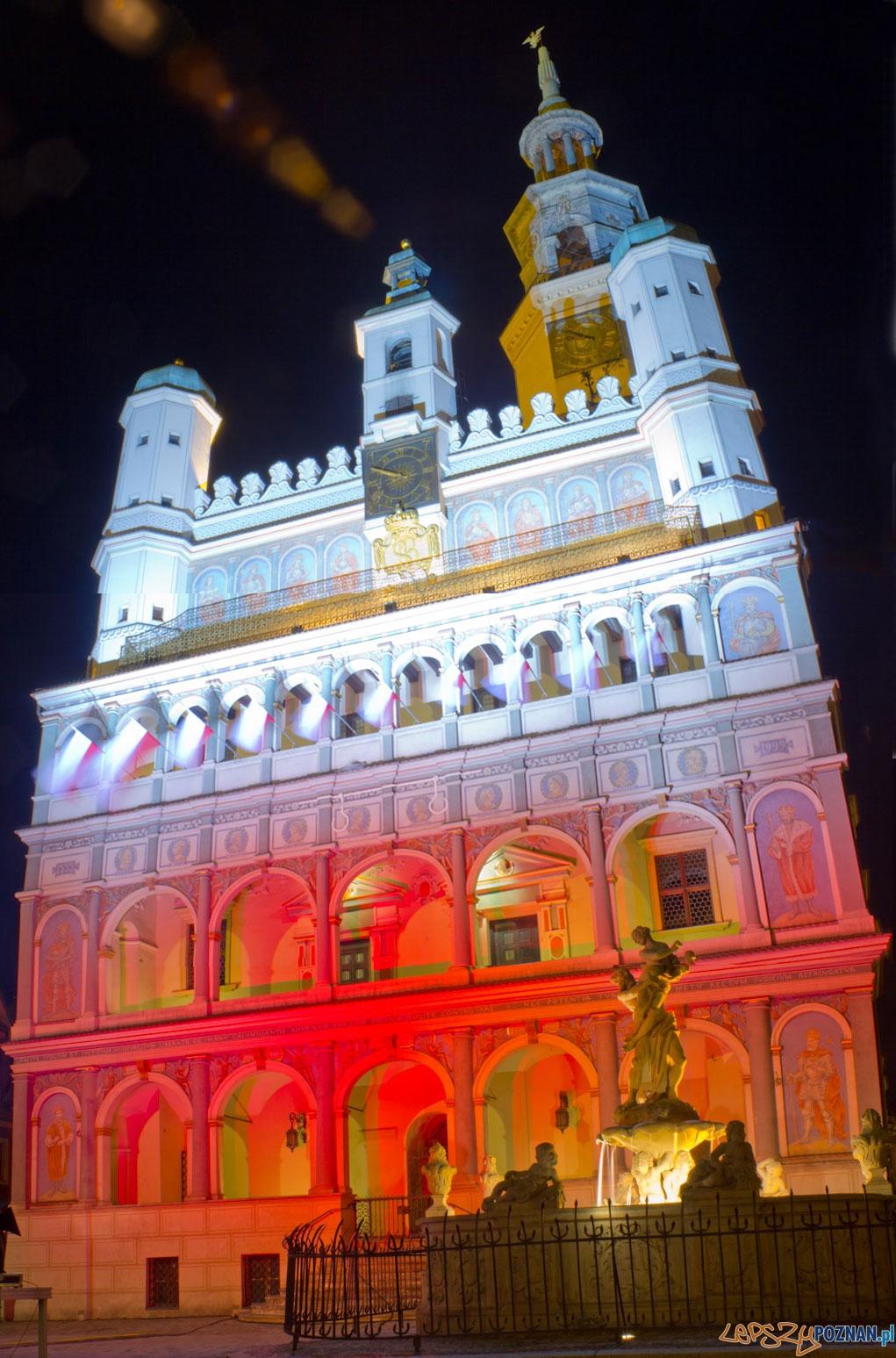 Dzień flagi - iluminacja Ratusza - 2.05.2011 r.  Foto: lepszyPOZNAN.pl / Piotr Rychter