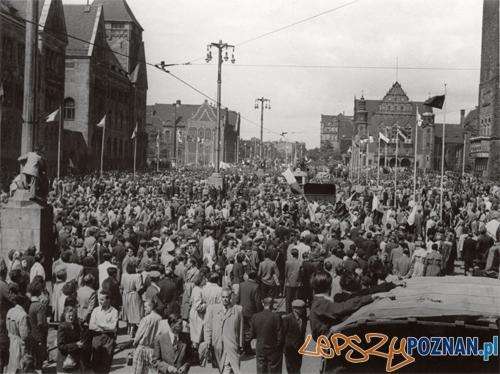 Poznań 1956 - tłumy na Św. Marcinie  Foto: Poznań 1956 - tłumy na Św. Marcinie