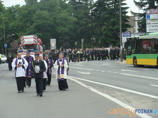 Ostatnie pożegnanie strażaka  Foto: st.kpt. Tomasz Wiśniewski - KW PSP Poznań, kpt. E.Kuczkowska - KM PSP Poznań