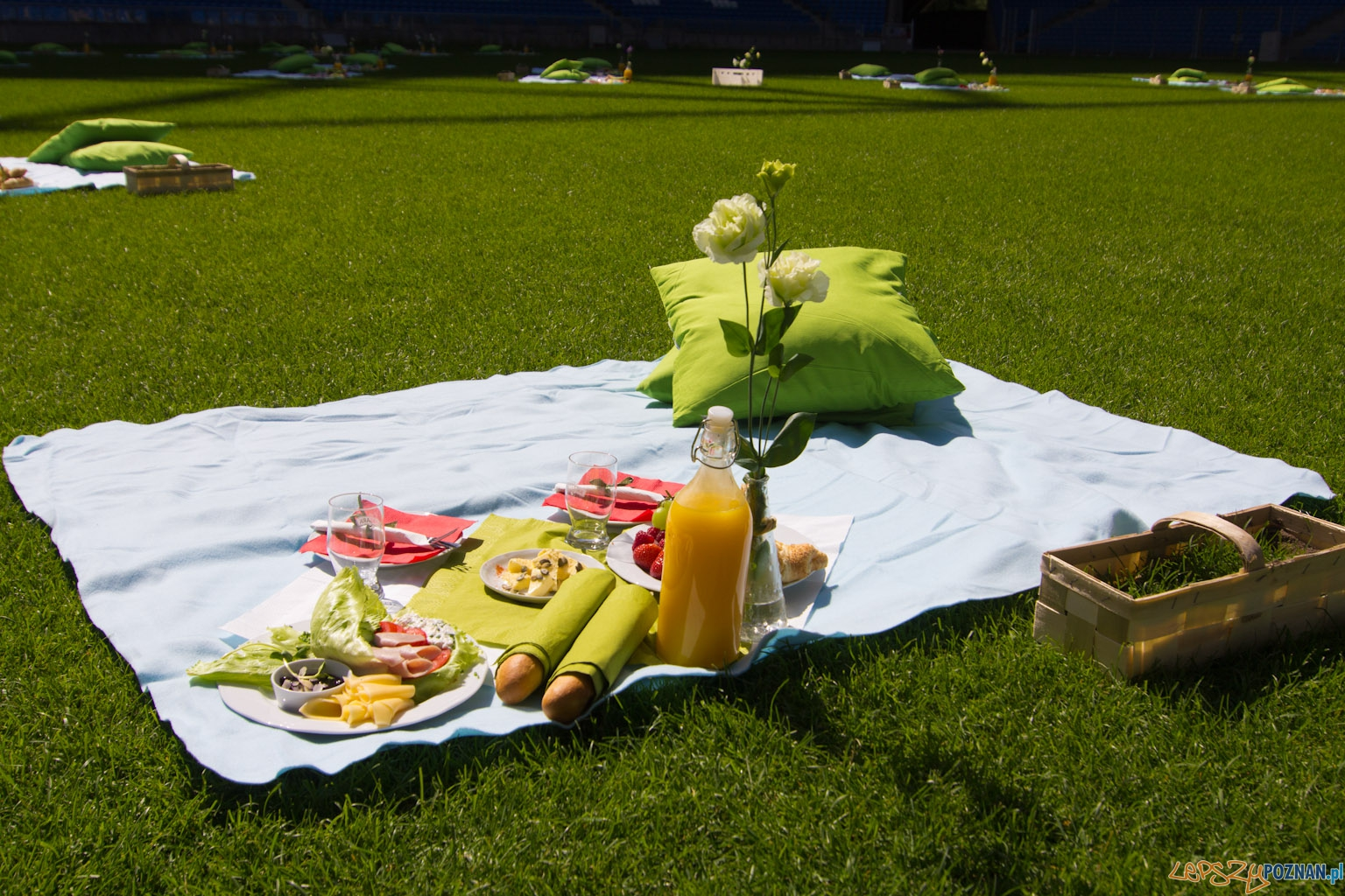 Śniadanie na Stadionie Miejskim 17.07.2011 r.  Foto: lepszyPOZNAN.pl / Piotr Rychter