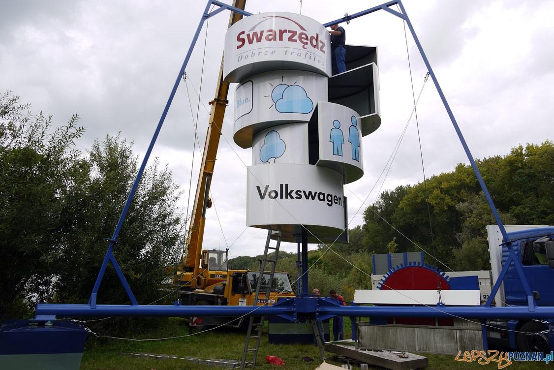 Montaż aeratora na brzegu jeziora, przed zwodowamiem  Foto: UMiG Swarzędz