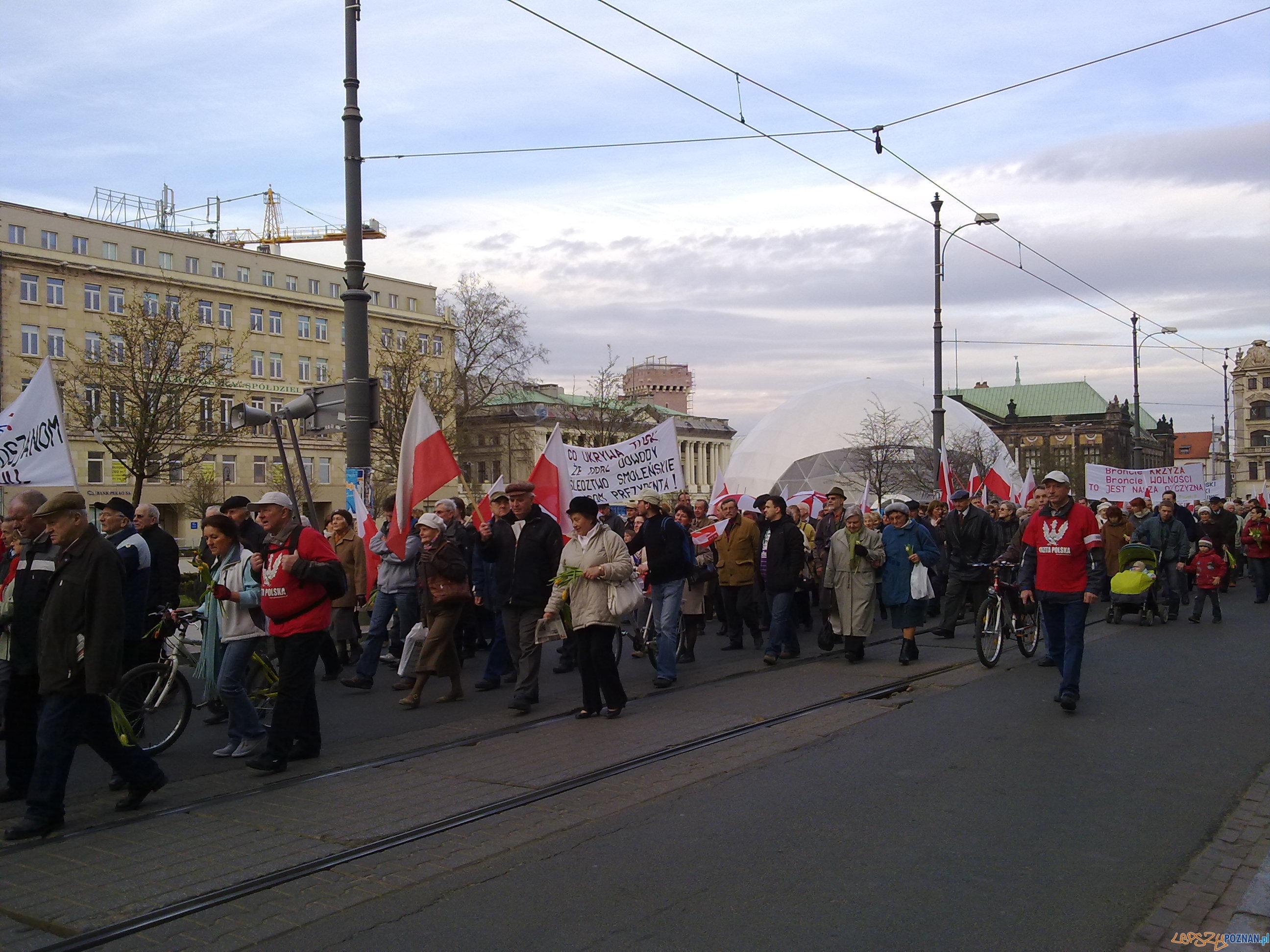 Obchodzy rocznicy katastrofy w Smoleńsku w Poznaniu  Foto: