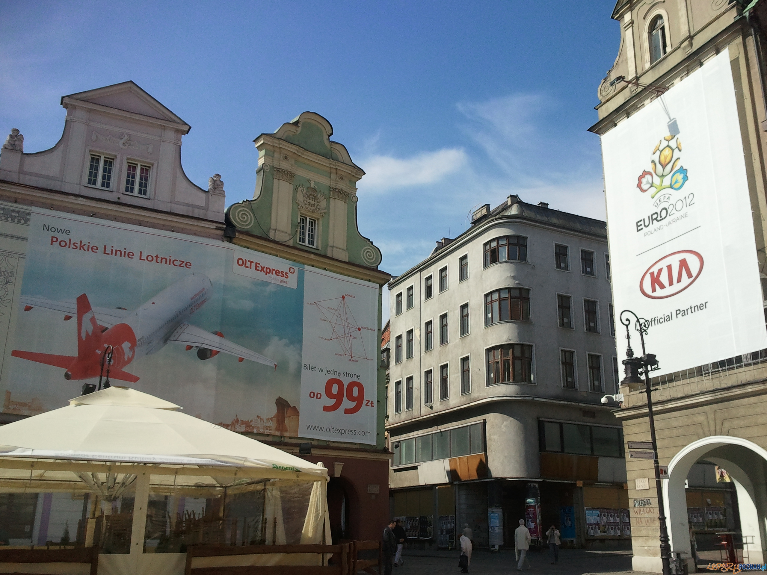Wielkoformatowe reklamy na Starym Rynku  Foto: lepszyPOZNAN/gsm
