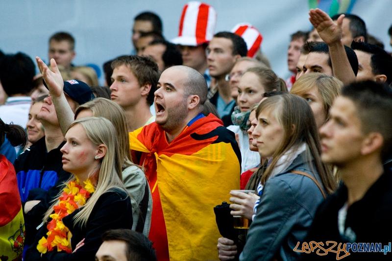 Strefa Kibica podczas meczu Portugalia - Hiszpania - Poznań 27.06.2012 r.  Foto: Ewelina Gutowska