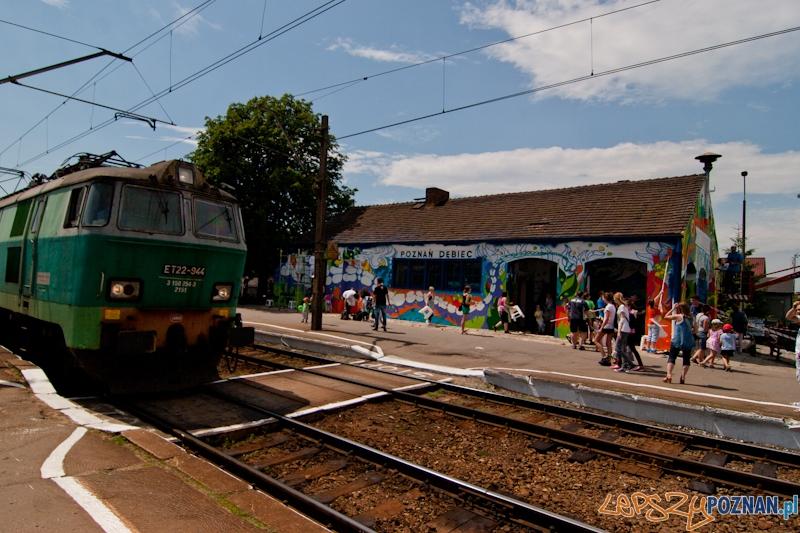 Dworzec PKP na Dębcu malowany kolorami Duluxa - Poznań 16.06.2012 r.  Foto: LepszyPOZNAN.pl / Paweł Rychter