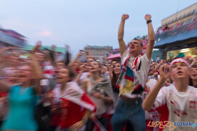Strefa kibica Poznań - biało-czerwoni kibice podczas UEFA Euro 2012 - mecz Polska - Rosja  Foto: lepszyPOZNAN.pl / Piotr Rychter