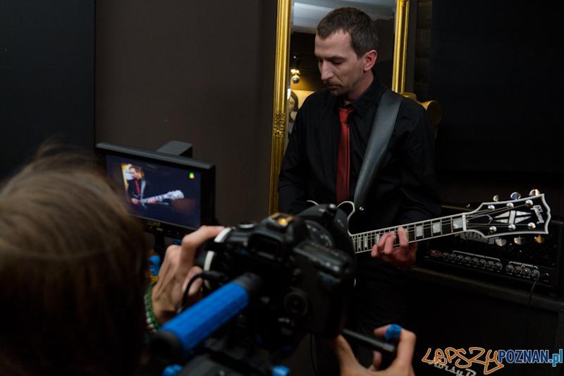 Nagranie teledysku do utworu Kurz zespołu Mokrofon - Marcina Mokry gitara  Foto: lepszyPOZNAN.pl / Piotr Rychter