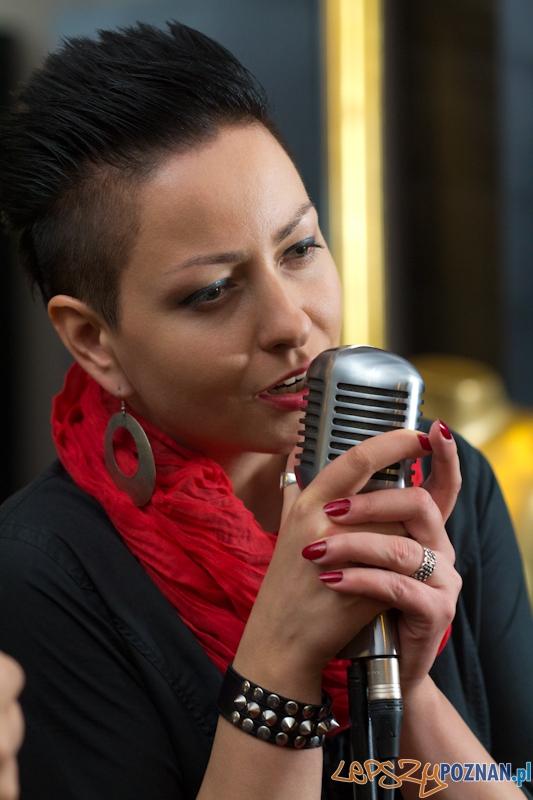 Nagranie teledysku do utworu Kurz zespołu Mokrofon - Anka Spławska wokal  Foto: lepszyPOZNAN.pl / Piotr Rychter