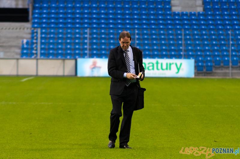 UEFA sprawdza jakość murawy  Foto: lepszyPOZNAN.pl/  Piotr Rychter