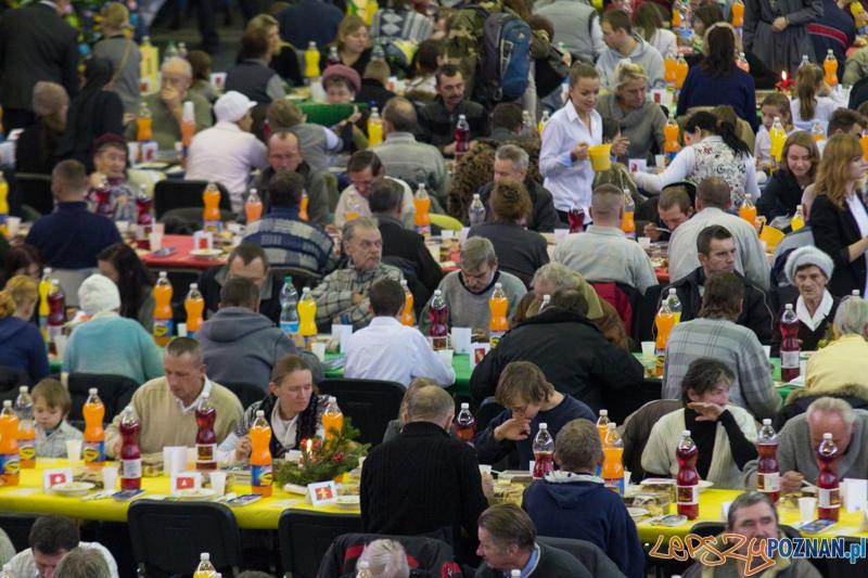 Spotkanie wigilijne z Caritas i Warta Poznań - hala nr 1 MTP 24.12.2012 r.  Foto: lepszyPOZNAN.pl / Piotr Rychter
