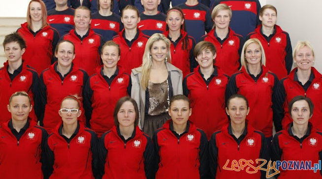 Izabella Łukomska - Pyżalska wśród reprezentantek w piłce nożnej kobiet  Foto: wartapoznansa.pl