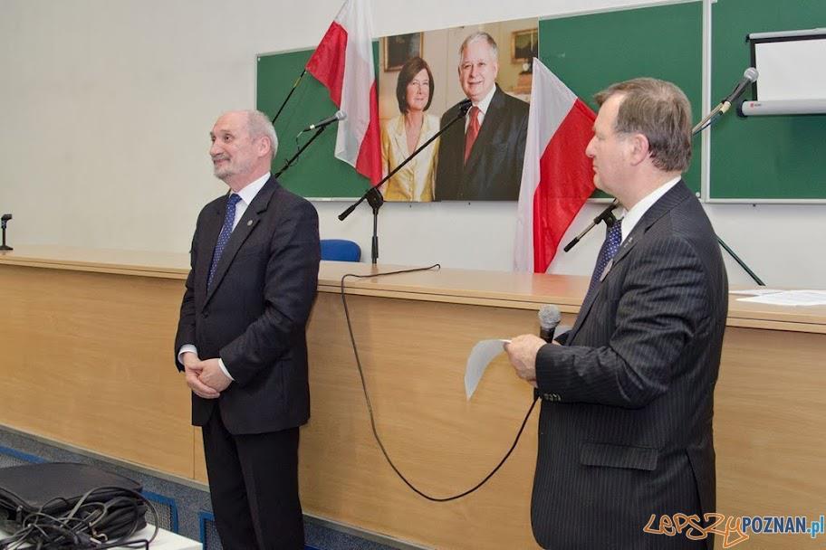 Antoni Macierewicz z prof. Stanisławem Mikołajczakiem  Foto: AKO facebook