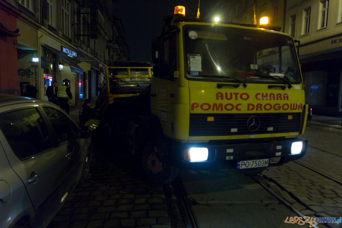Odholowanie samochodu na Św. Marcinie  Foto: lepszyPOZNAN.pl / Piotr Rychter