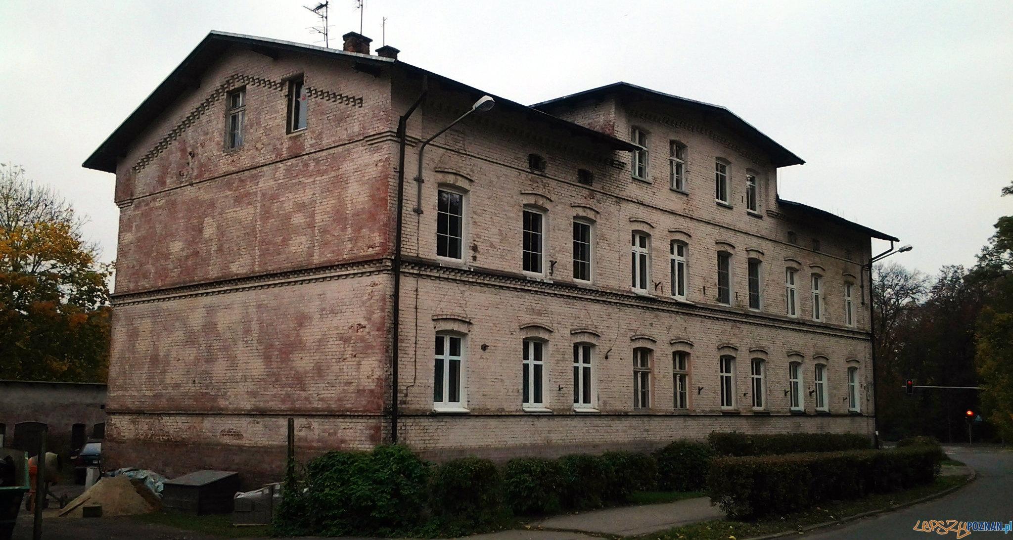 Budynek wybudowany dla pracowników kolejki  Foto: lepszyPOZNAN.pl / tab 10.1