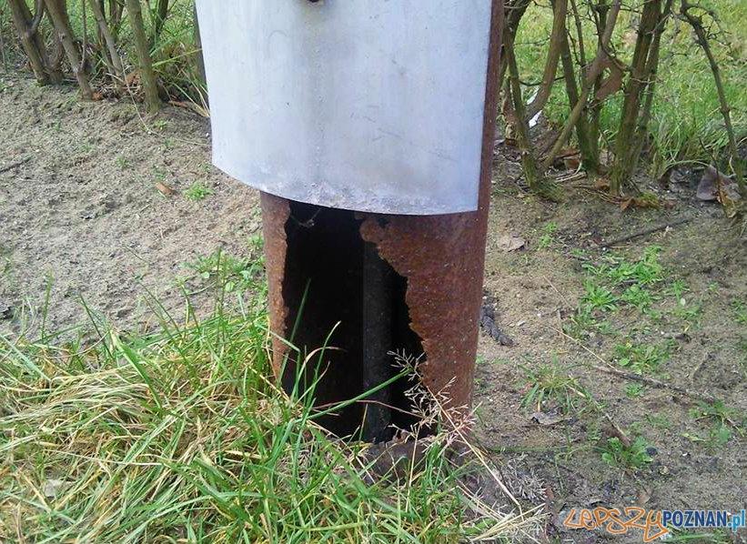 Niebezpieczne latarnie w Antoninku  Foto: facebook.com/poznan.antoninek - Marcin