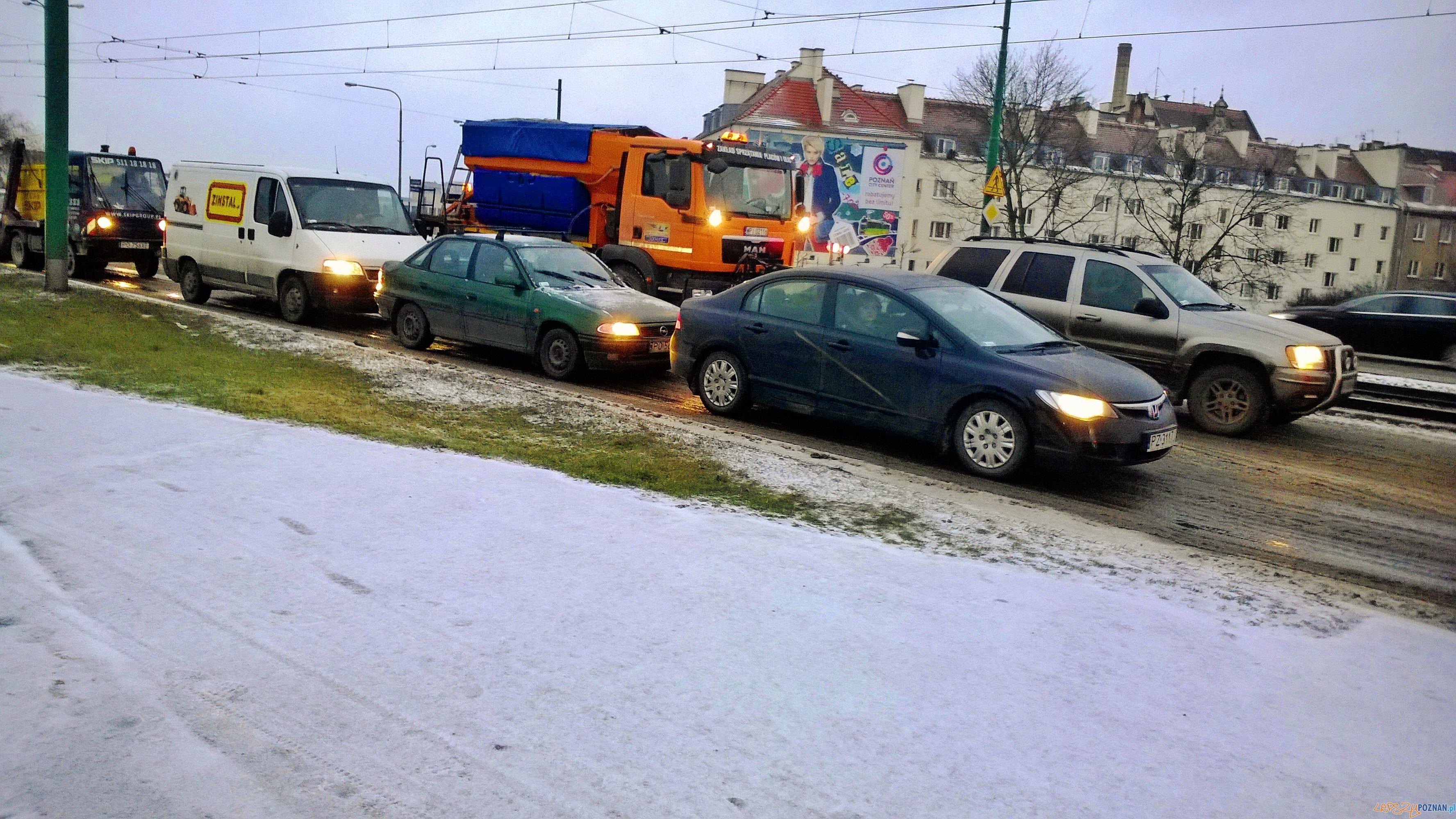 Piaskarki stoją w korkach  Foto: lepszyPOZNAN / TD