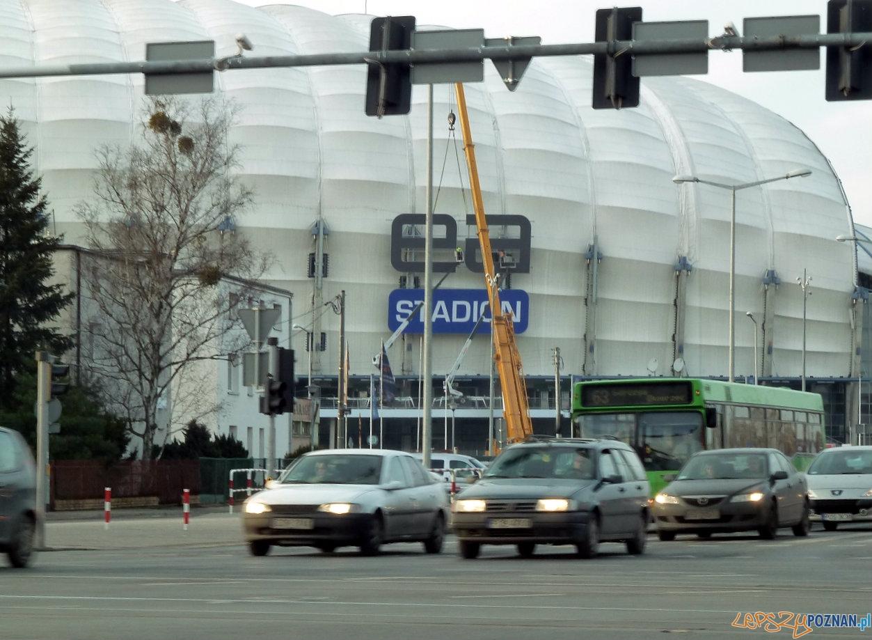 Montaż oznakowania na Stadionie Miejskim  Foto: Maciej Koterba