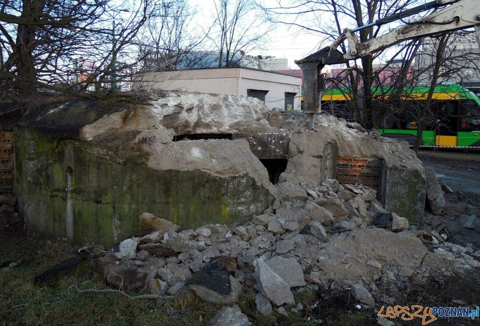 Wyburzanie bunkra przeciwlotniczego przy Dworcu Zachodnim  Foto: lazarz.pl / Janusz Ludwiczak