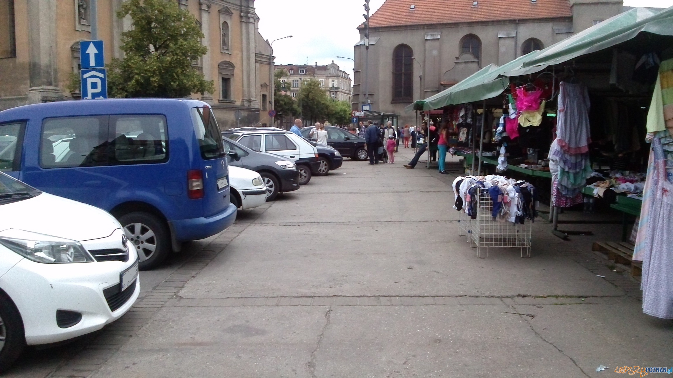 Parkowanie na Placu Bernardyńskim - Poznań 03.07.2014 r.  Foto: Karolina