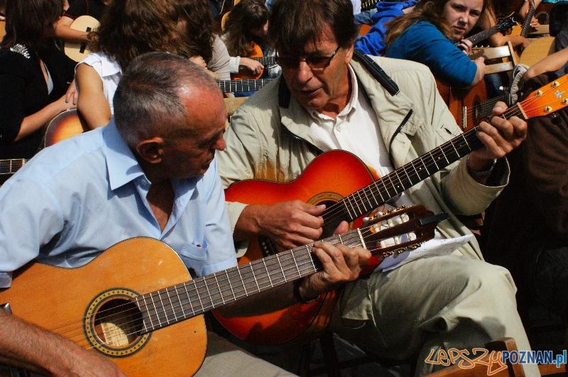 Happening gitarowy Polskiej Akademii Gitary (26.08.2012) Stary Rynek  Foto: © lepszyPOZNAN.pl / Karolina Kiraga