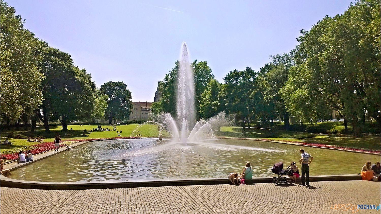 Fontanna przed Operą  Foto: TD