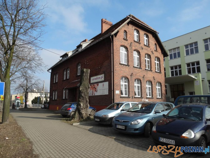 Budynek dawnej szkoły elementarnej w Luboniu  Foto: PLOT