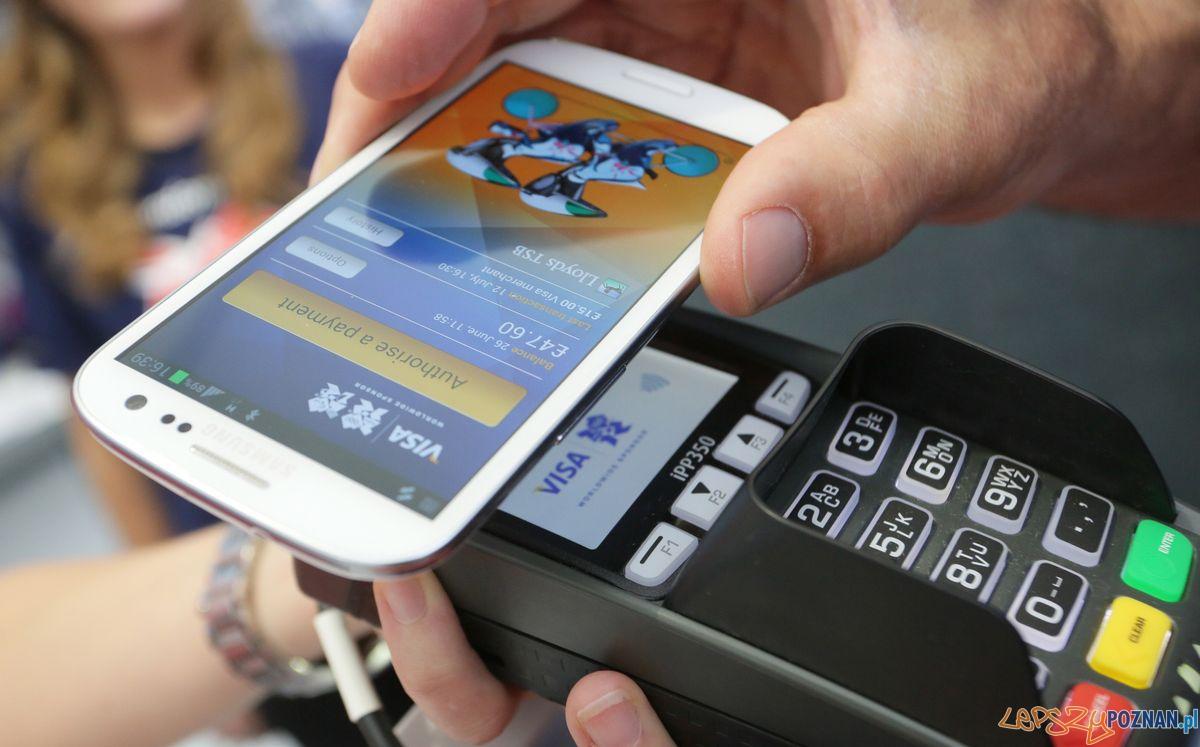 Płatności kartą czy telefonem?  Foto: