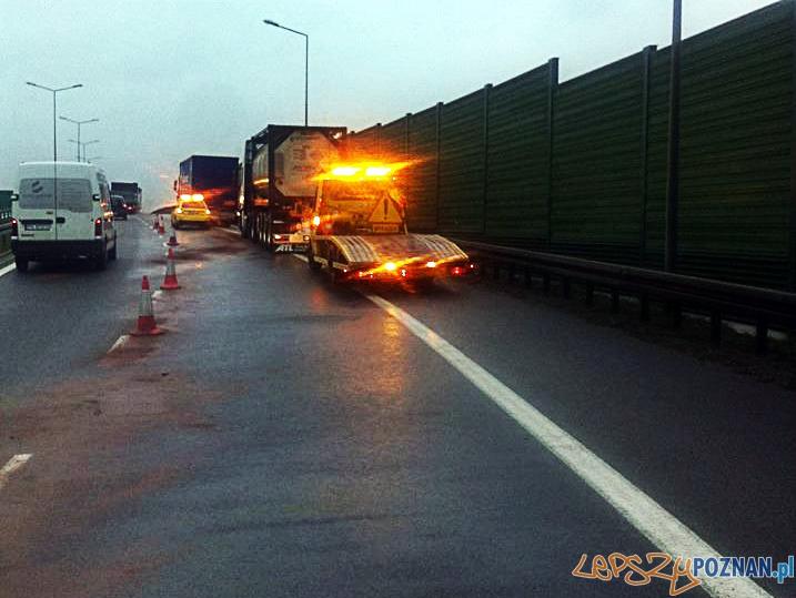 Poranny wypadek na A2  Foto: Pomoc Drogowa EuroHol