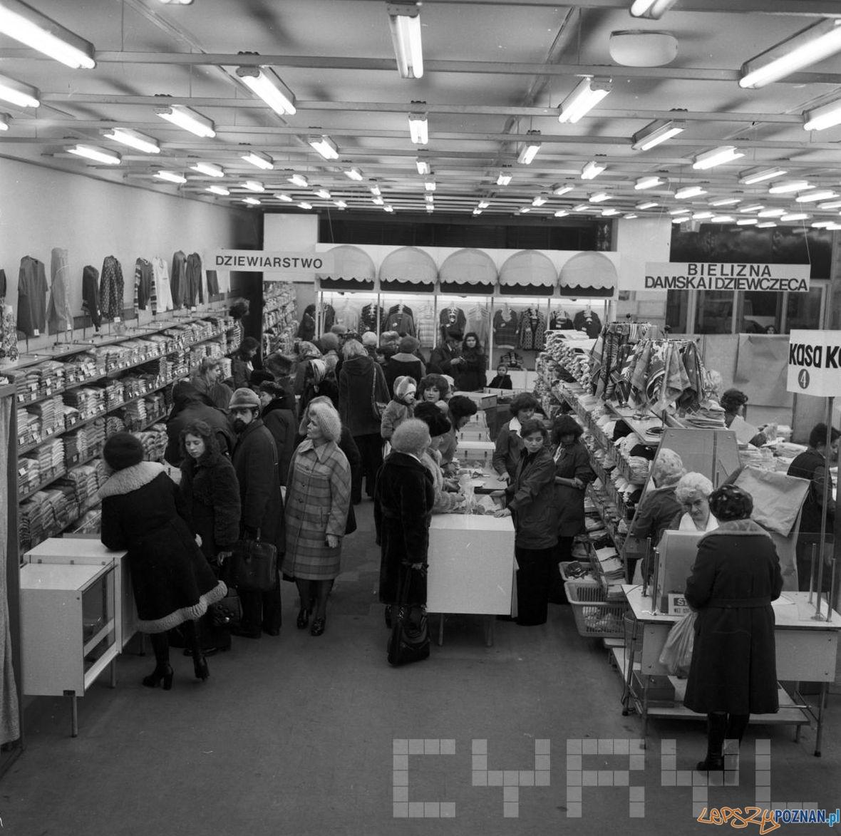 Zakupy w Alfie  - 1975  Foto: Stanisław Wiktor / Cyryl