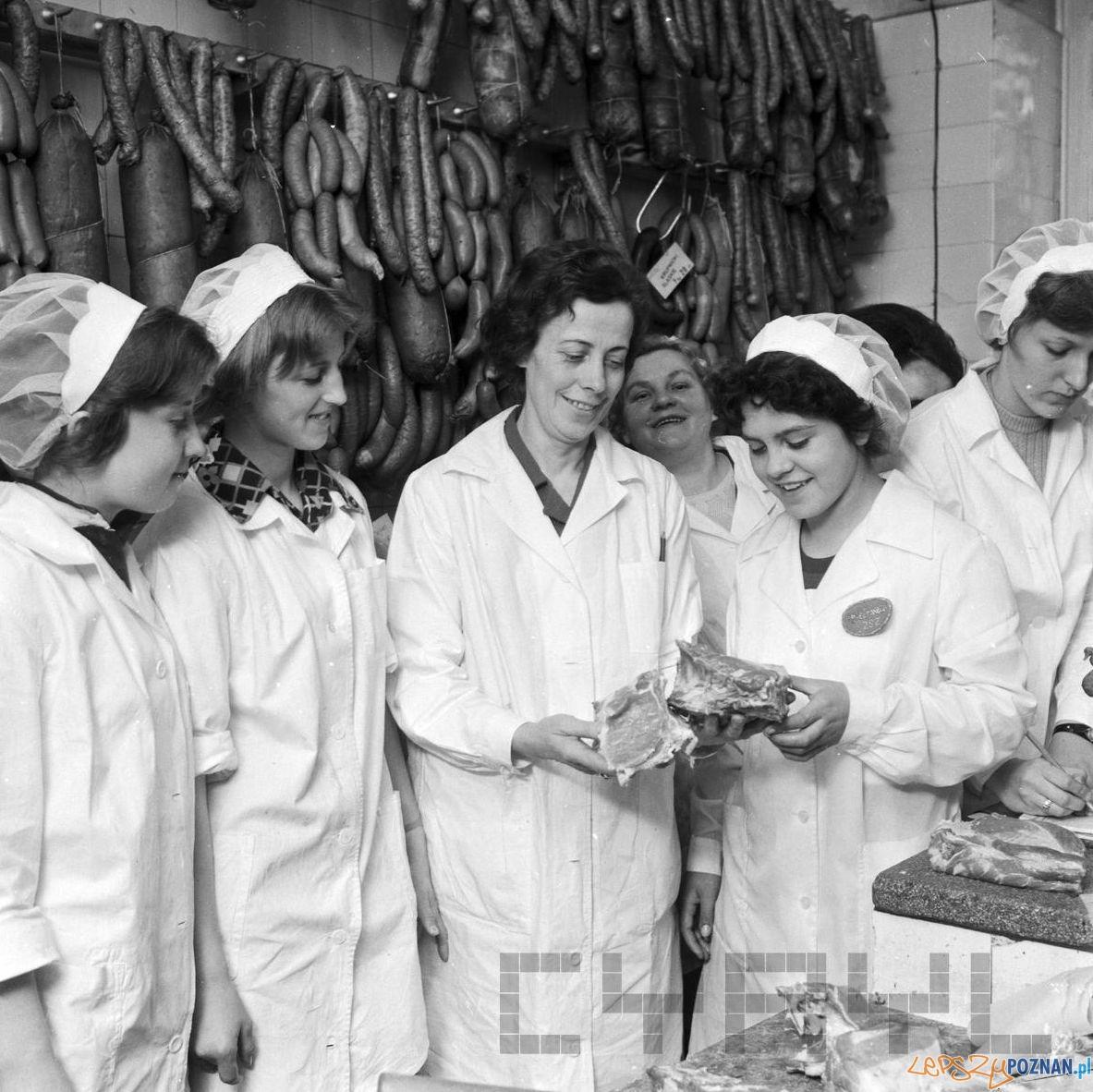 Konkurs sprzedawczyń w sklepie mięsnym 1975  Foto: Stanisław Wiktor / Cyryl