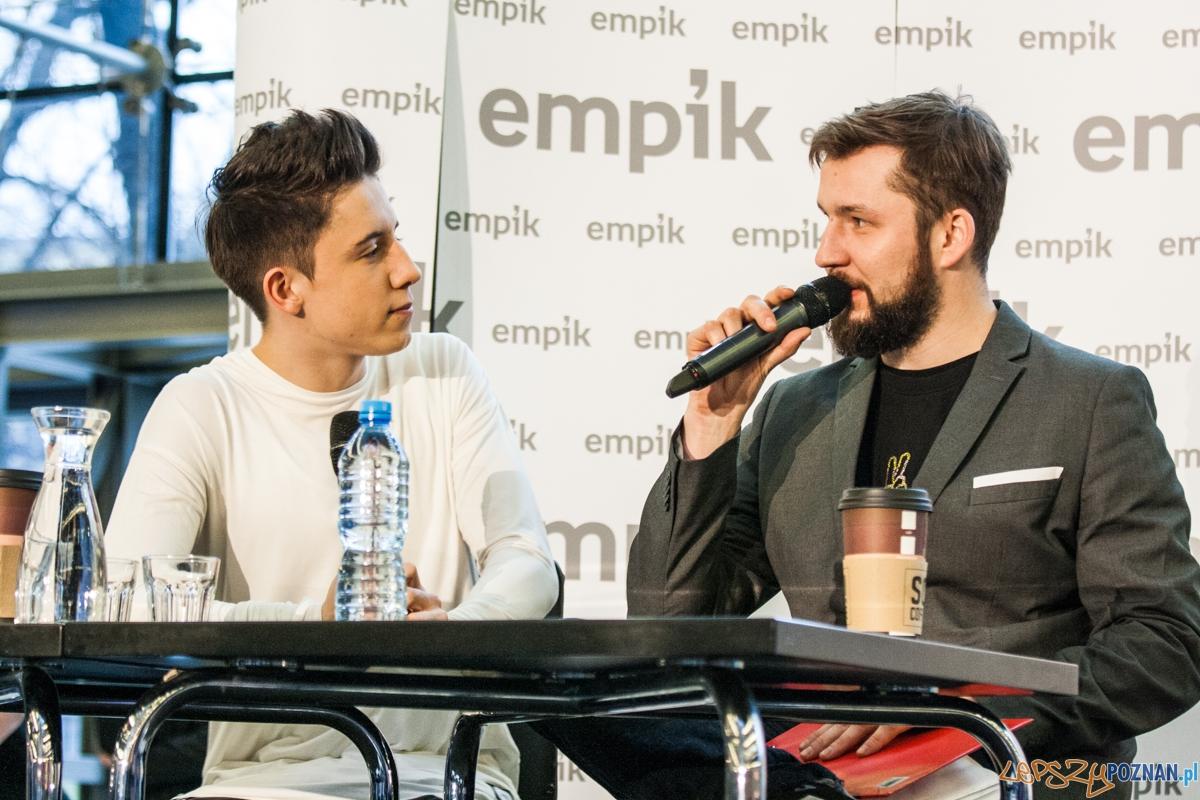 Dawid Kwiatkowski w empiku (29.02.2016)  Foto: © lepszyPOZNAN.pl / Karolina Kiraga