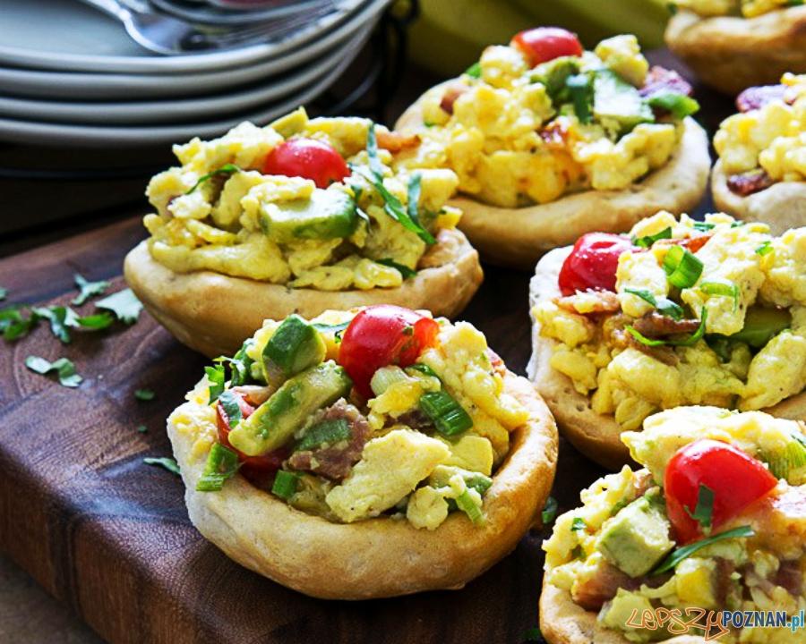 jajecznica w chrupiących bułkach  Foto: iwashyoudry.com / Shawn