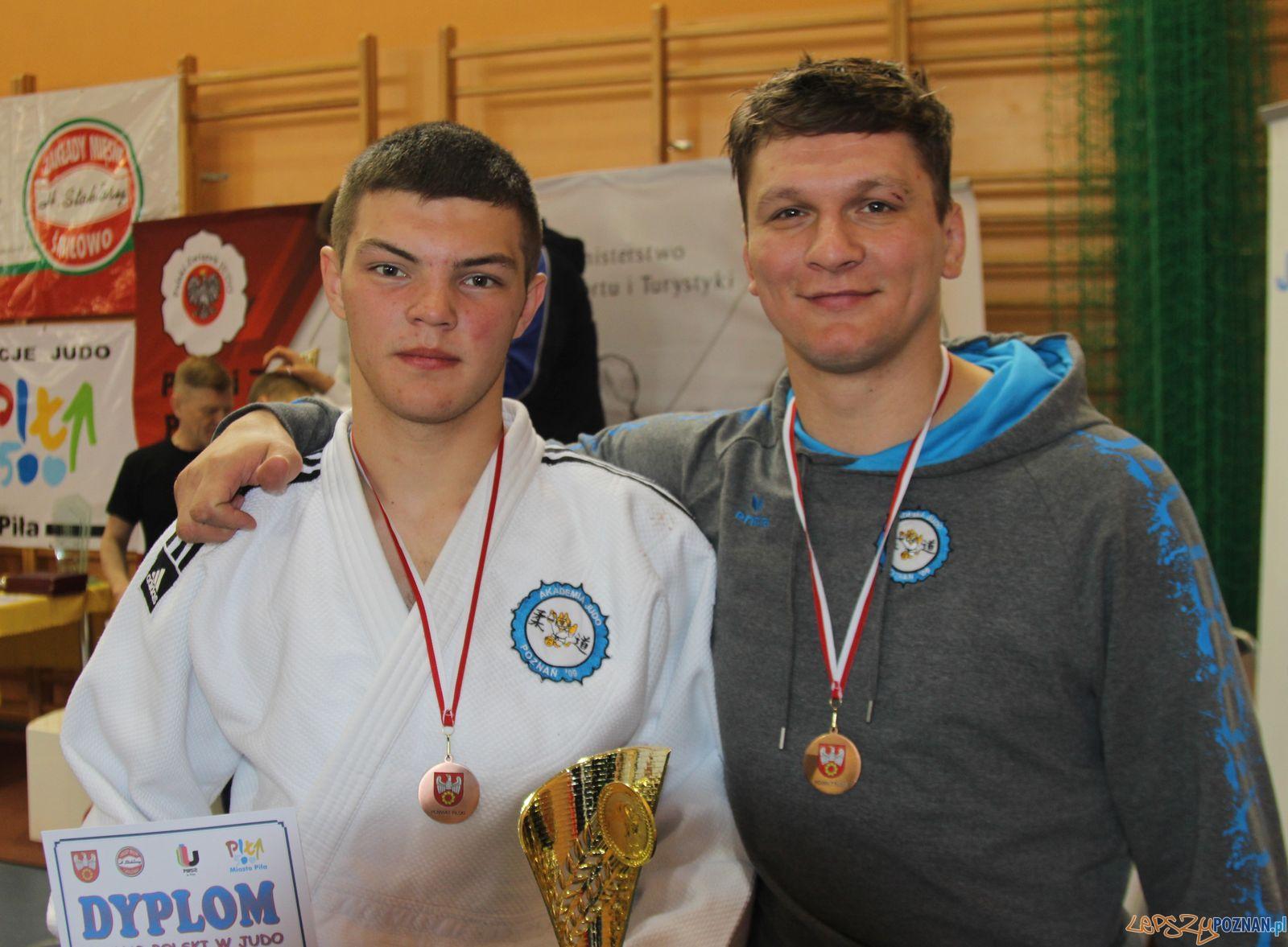 Kacper Kubiak z trenerem Radosławem Miśkiewiczem  Foto: materiały prasowe