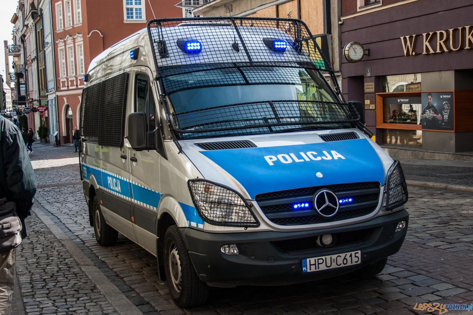 Policja / szkieły / radiowóz  Foto: © lepszyPOZNAN.pl / Karolina Kiraga
