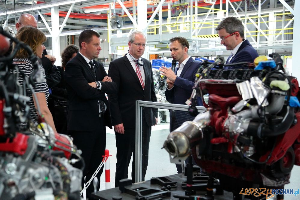 Burmistrz Hanoweru w zakładach Volkswagena w Antoninku (2)  Foto: VW Poznan L.Zech