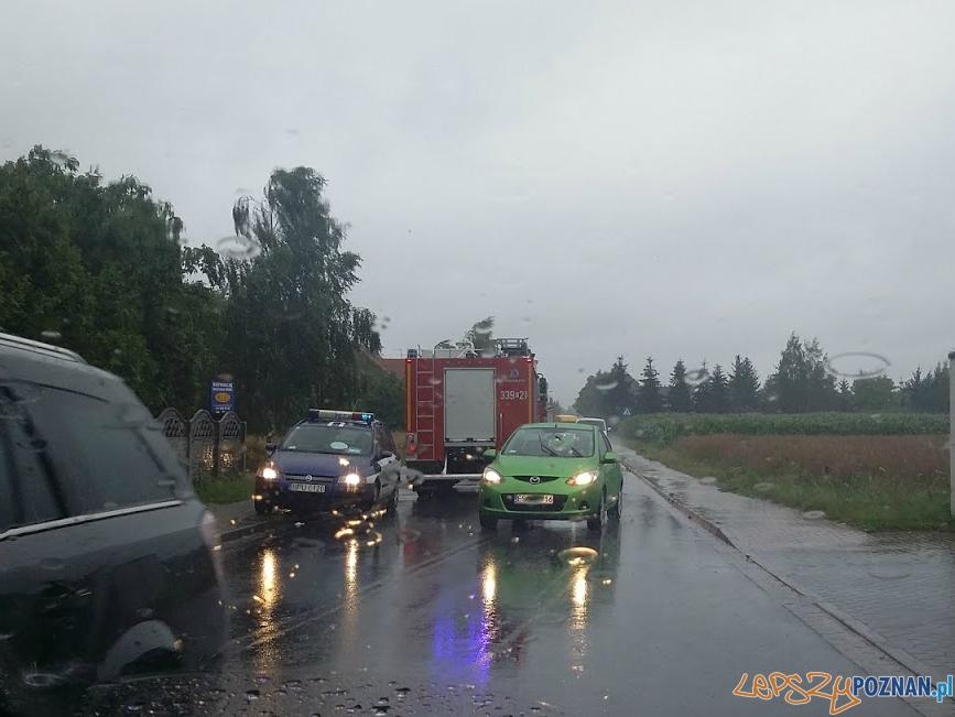 Wypadek na Trzebińskiej  Foto: twitter @UberPoznan