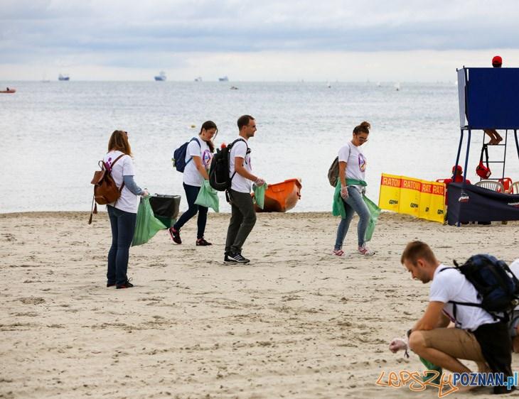 Sprzątanie plaży (materiały prasowe)  Foto: Krzysztof Kuczyk , www.kuczyk.com