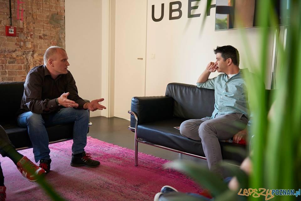 Jakub Urbański z Hipromine (po lewej) rozmawia z Travisem Kalanickiem z Ubera  Foto: facebook / Hipromine