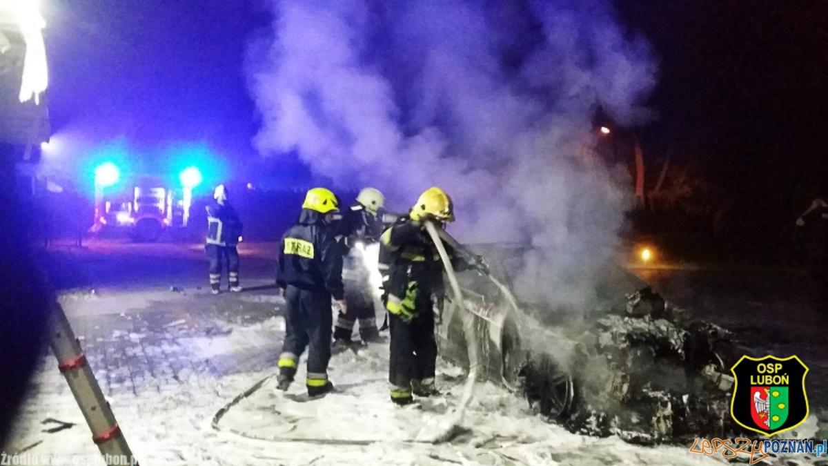 Pożar samochodu w Luboniu  Foto: OSP Luboń / Marek