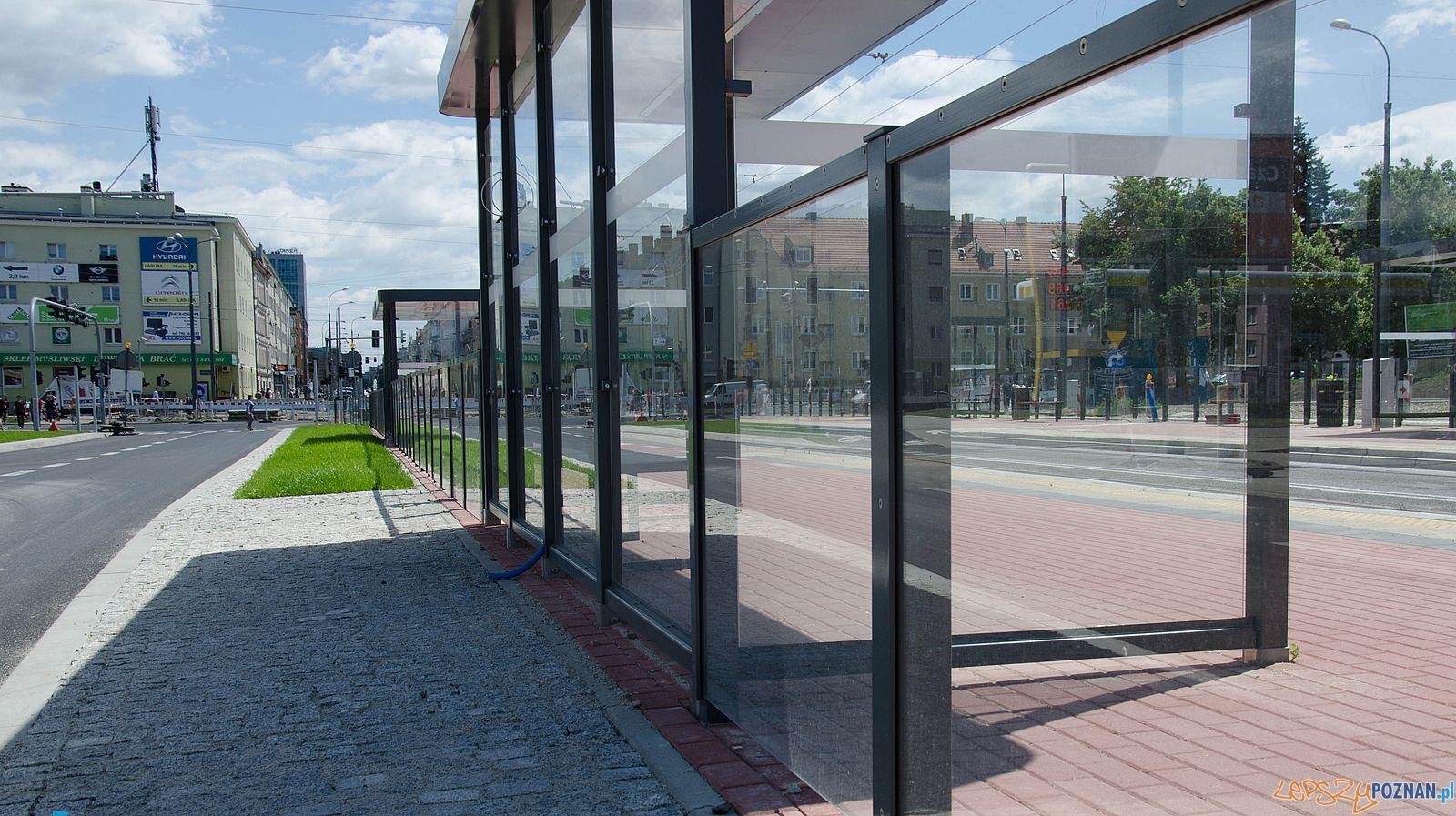 Dabrowskiego - wiata tramwajowa  Foto: Krzysztof Kaczanowski / PIM